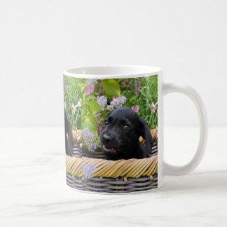 Niedliches schwarzes kaffeetasse