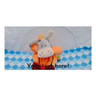 Niedliches Spielzeug mit einem roten bowtie Photo Karte