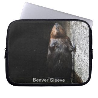 Niedliches stehendes wildes Biber-Tier-Foto Laptopschutzhülle