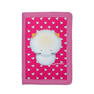 Niedliches weißes Kätzchen und rosa Herzen