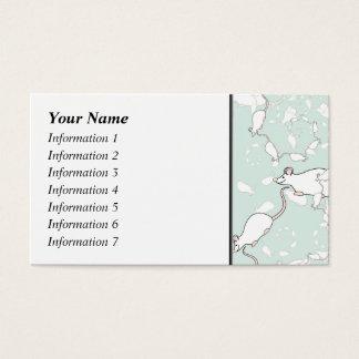 Niedliches weißes Mäusemuster. Mäuse, auf Grün Visitenkarte