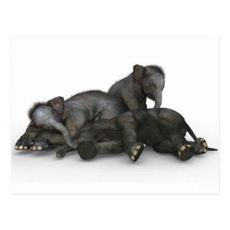 niedliches wenig Babyelefantspielen Postkarte