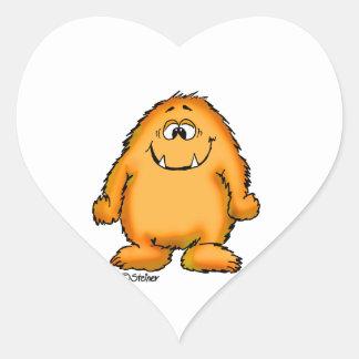 Niedliches wunderliches orange Monster durch Herz-Aufkleber