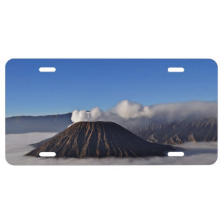 Niedrige hängende Wolken am Vulkan Bromo morgens US Nummernschild