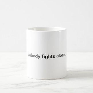 Niemand kämpft allein kaffeetasse