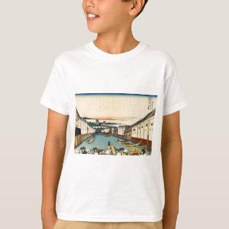 Nihonbashi Brücke in Edo durch Katsushika Hokusai T-Shirt