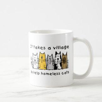 Nimmt einem Dorf-Hilfsobdachlosen Katzen Kaffeetasse