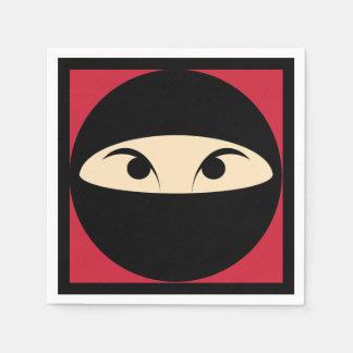 Ninja stellen gegenüber papierserviette