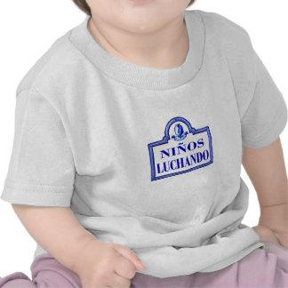 Niños Luchando, Granada-Straßenschild T Shirt