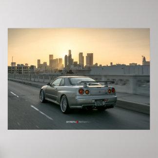 Nissan Skyline GT-r R34 in im Stadtzentrum Plakat