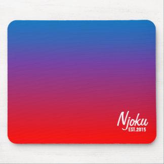 """Njoku """"Est.2015"""" blaue Flammen-Steigung Mousepad. Mousepad"""