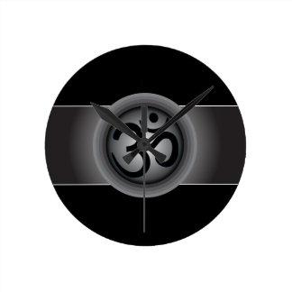Noble OM-Symbol-Wanduhr Wanduhr