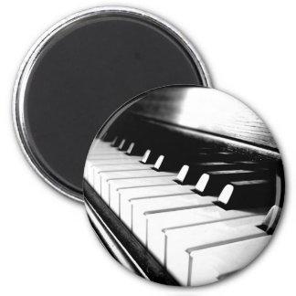 Noble schwarze u. weiße Klavier-Fotografie Runder Magnet 5,1 Cm