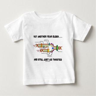 Noch eins Jahr älter noch gerade als verdrehte DNS Baby T-shirt