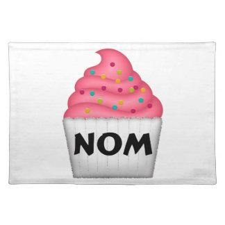 Nom leckerer kleiner Kuchen mit besprüht Stofftischset