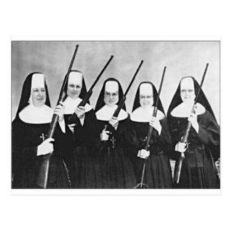 Nonnen mit Gewehren Postkarte