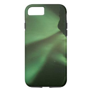 Nordlichter, Aurora borealis auf Vorbergen von iPhone 8/7 Hülle
