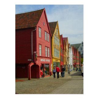 Norwegen, Bergen, gemalte Häuser auf der Postkarte
