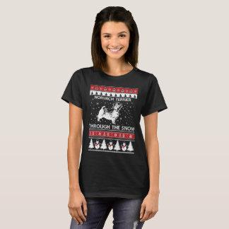 Norwich-Terrier durch den Schnee-T - Shirt