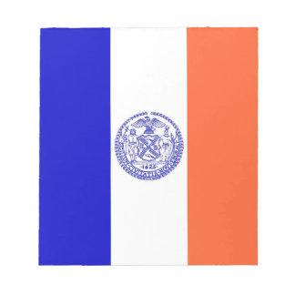 Notizblock mit Flagge von New York City