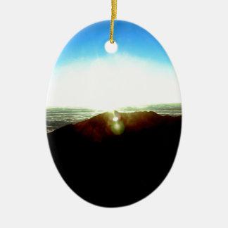 Nuklearer Sonnenaufgang Ovales Keramik Ornament