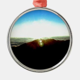 Nuklearer Sonnenaufgang Rundes Silberfarbenes Ornament