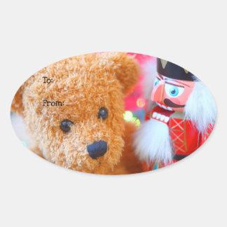 Nussknacker spricht mit Teddybären Ovaler Aufkleber