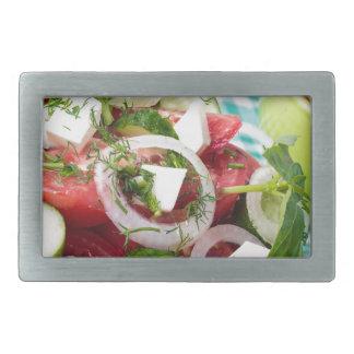 Nützlicher vegetarischer Salat mit rohen Tomaten Rechteckige Gürtelschnalle