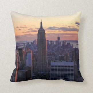 NYC Skyline kurz vor Sonnenuntergang Kissen