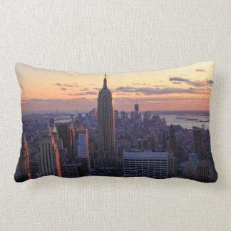 NYC Skyline kurz vor Sonnenuntergang Lendenkissen