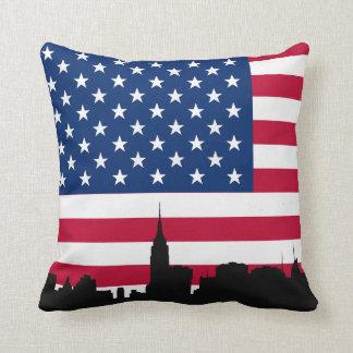 NYC Skyline-Silhouette, amerikanische Flagge Kissen