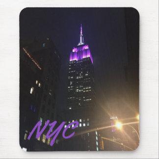 NYC Wolkenkratzer-lila Reich-Staats-Gebäude-Nacht Mauspad