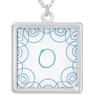 """""""O-"""" Initiale in der blauen Rolle auf Weiß, Spaß-E Amuletten"""