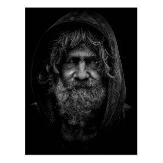 Obdachloser und hilfloser Mann in Schwarzweiss Postkarte