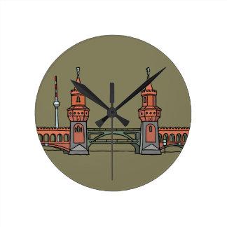 Oberbaum Brücke in Berlin Uhren