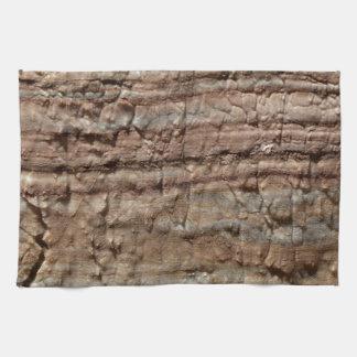 Oberfläche des Karbonatsfelsens mit Handtuch