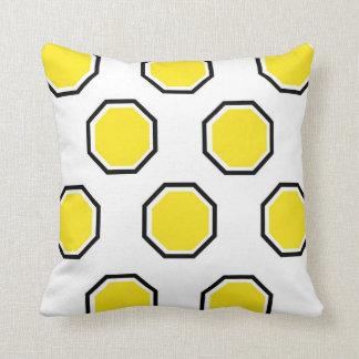 Octagon-Kissen im Gelb und im Schwarzen Kissen