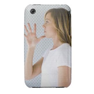 Offene Hand der Frauenholding zum Kinn iPhone 3 Case-Mate Hülle