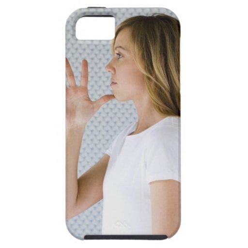 Offene Hand der Frauenholding zum Kinn iPhone 5 Schutzhülle