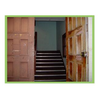 Offene Tür und Treppenhausschacht zu Cameron Hall Postkarte