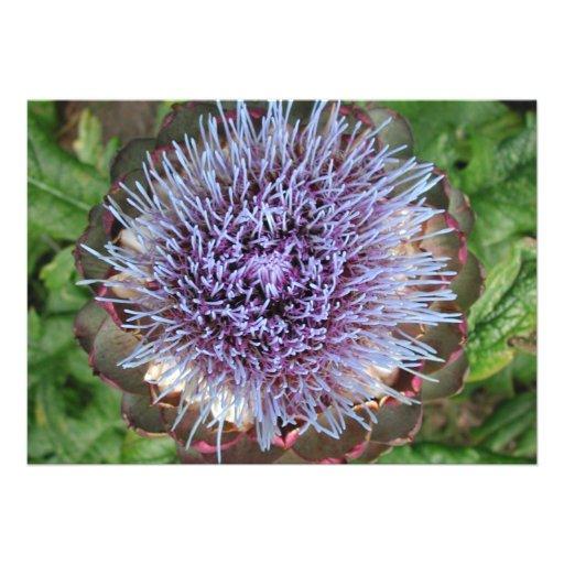 Öffnen Sie Artischocken-Blume. Purpurrot Personalisierte Einladungskarte