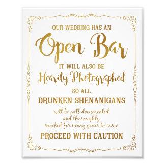 Öffnen Sie das Bar, das den ZeichengoldGlitter Fotografische Drucke