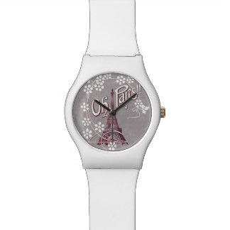Oh Paris-Eiffelturm-weiße Gänseblümchen auf Grau Uhr