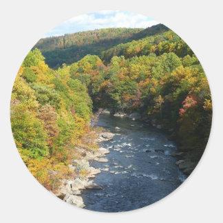 Ohiopyle Fluss dem Herbst in des Fall-I Runder Aufkleber
