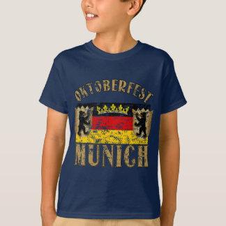 Oktoberfest München beunruhigter Blick-Entwurf T-Shirt