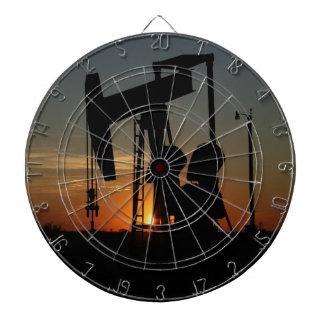 Öl-Pumpen-Jack am Sonnenuntergang Dartscheibe