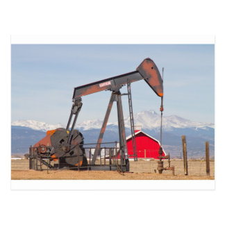 Ölquelle Pumpjack rote Scheune und sehnt sich Postkarte