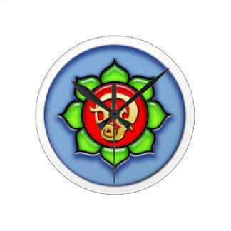 OM (Tamil) rot, grün, blau Runde Wanduhr