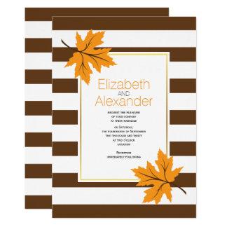 Orange Ahorn-Blätter und Braunstreifen-Hochzeit im Karte