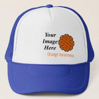 Orange Blumen-Band-Schablone durch Kenneth Yoncich Truckerkappe